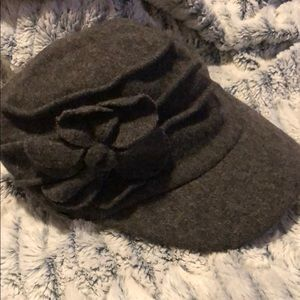 Gray wool blend cap with flower